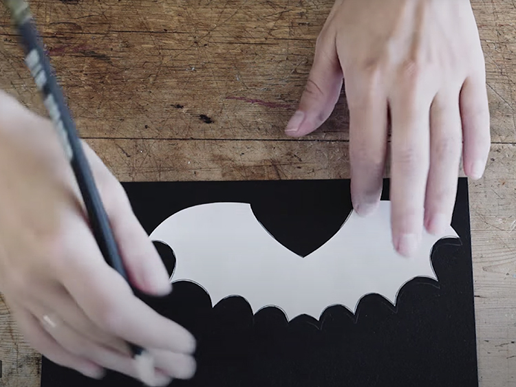 Place the wings cut out on the black paper and trace out the wings.